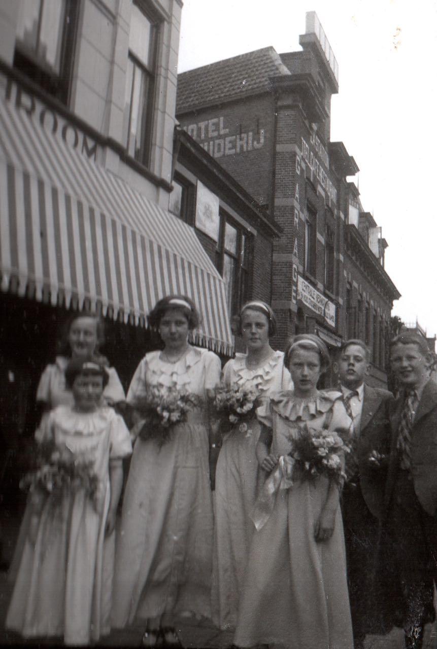 Bruidsmeisjes_en_bruidsjongens_1936.jpg
