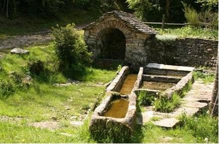 Fontaine_du_Montalies_Severac_Le_Chateau.jpg