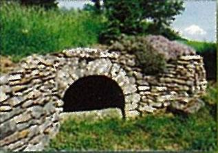 Fontaine_du_Samonta_Severac_Le_Chateau.jpg