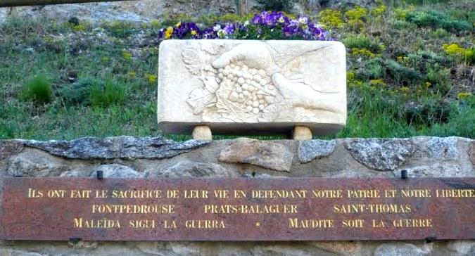 Fontpedrouse_Monument_aux_morts_pacifiste_laique.jpg