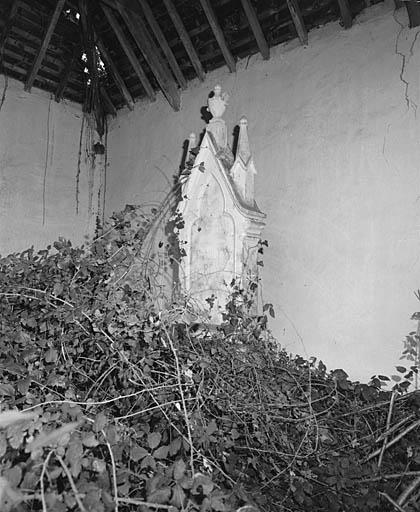 Cimetière protestant de la ferme de Boismarans à Pouffonds. Tombeau de la famille Roy. Photographie Alain Dagorn, 1991