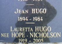 HUGO_Famille_tombe_3b.jpg