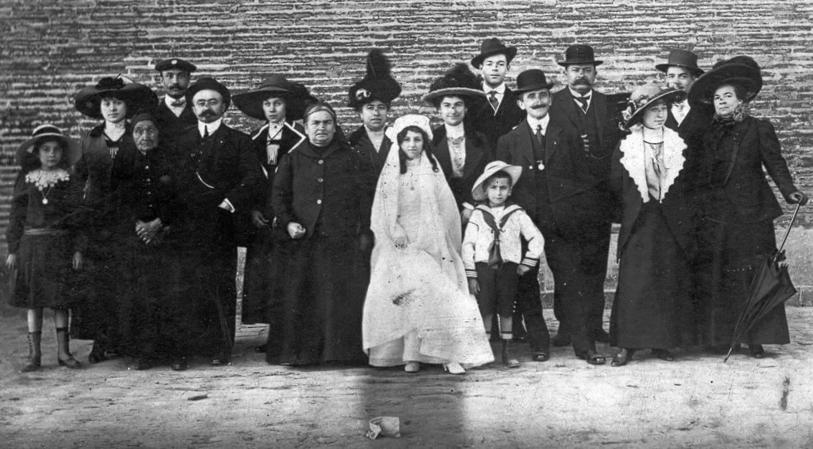 22.5.1913._Communion_solennelle_d_Yvonne._Groupe_Famille.jpg