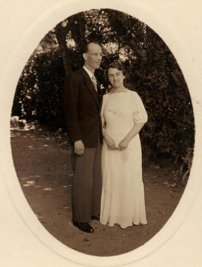 7.1935_mariage_d_Yvonne_et_Rene_ses_parents.jpg