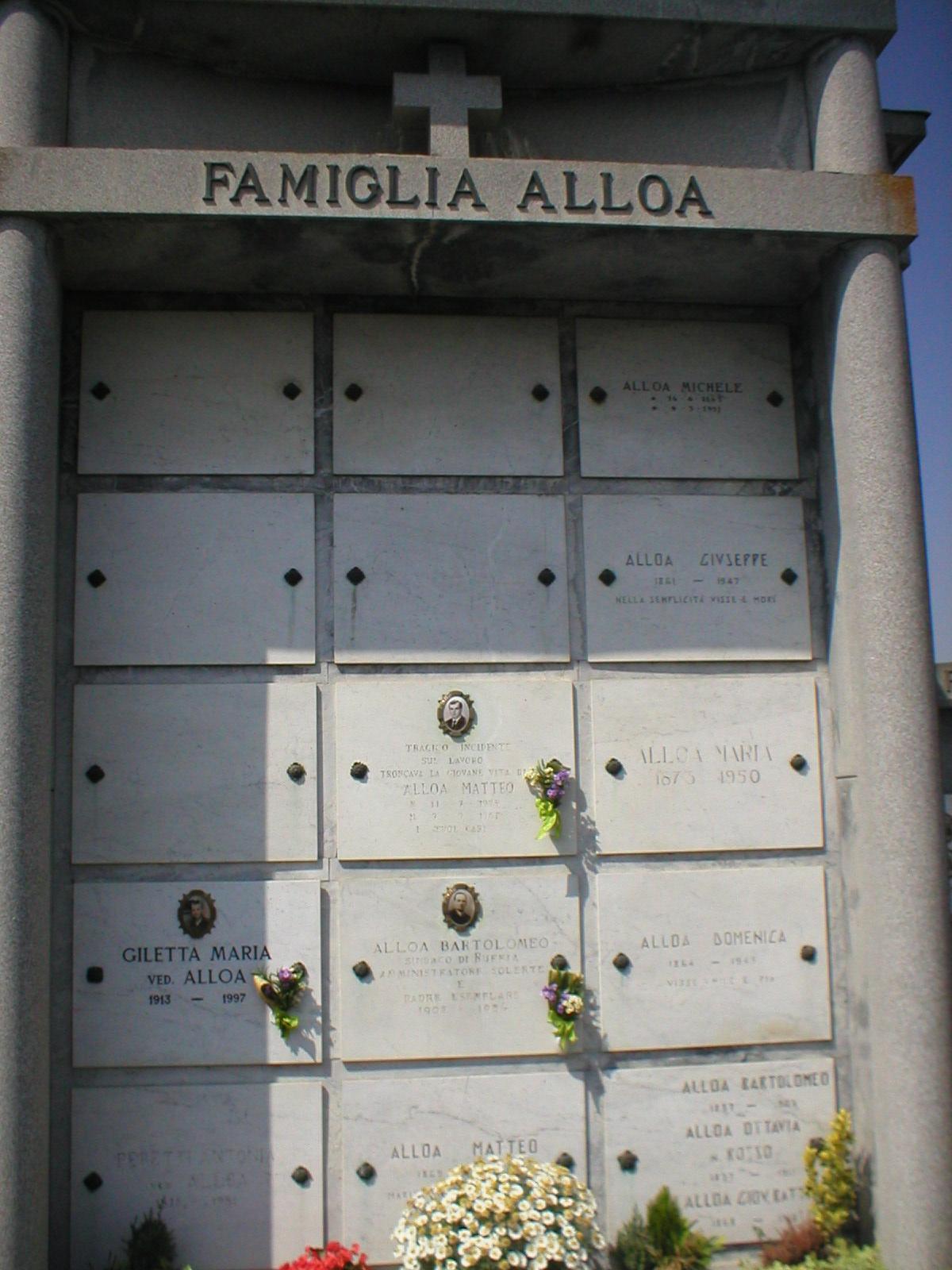 Mausoleo_Alloa_a_Ruffia.jpg