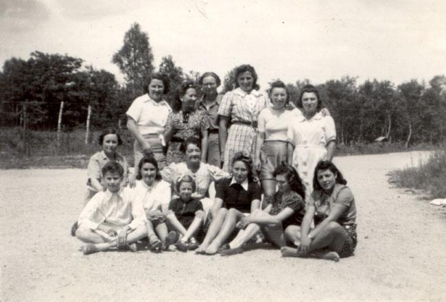 Les Bistouillardes, les enfants juifs et leurs mères.jpg