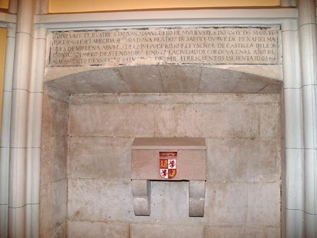 Cenotafio e inscripción de D. Juan Manuel