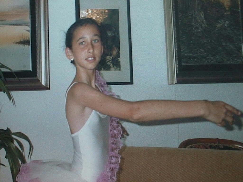 Pilar_Sebastia_Blanch_con_traje_de_ballet.JPG
