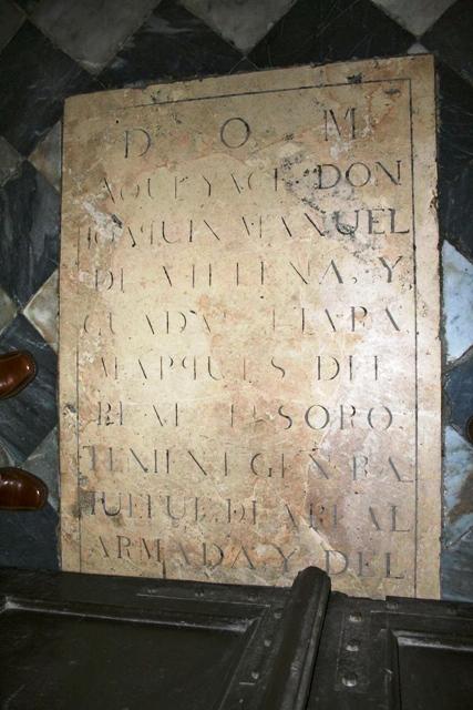 Lapida en la puerta principal de la Iglesia prioral de El Puerto de Santa María (Cádiz)