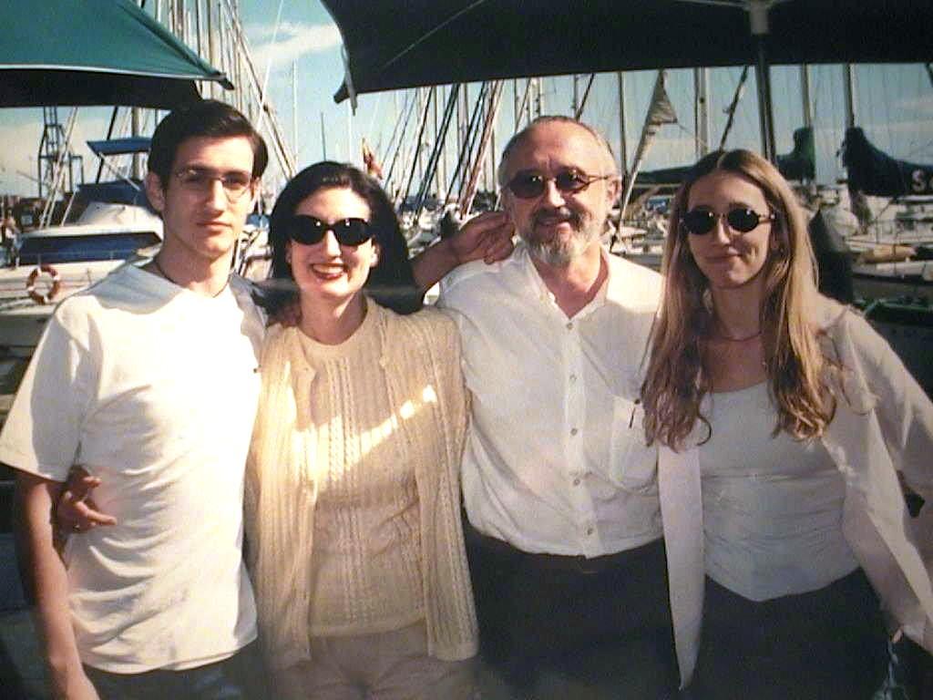 Espe_y_Juan_con_sus_hijos_en_Canarias._Diciembre_2001.JPG