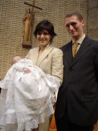 Con_sus_padres.JPG