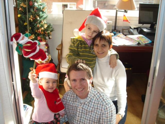 Navidad_2010._Con_sus_padres_y_Gonzalo.JPG