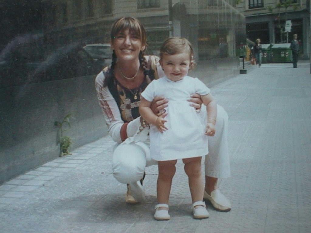 Aline_con_su_madre.JPG