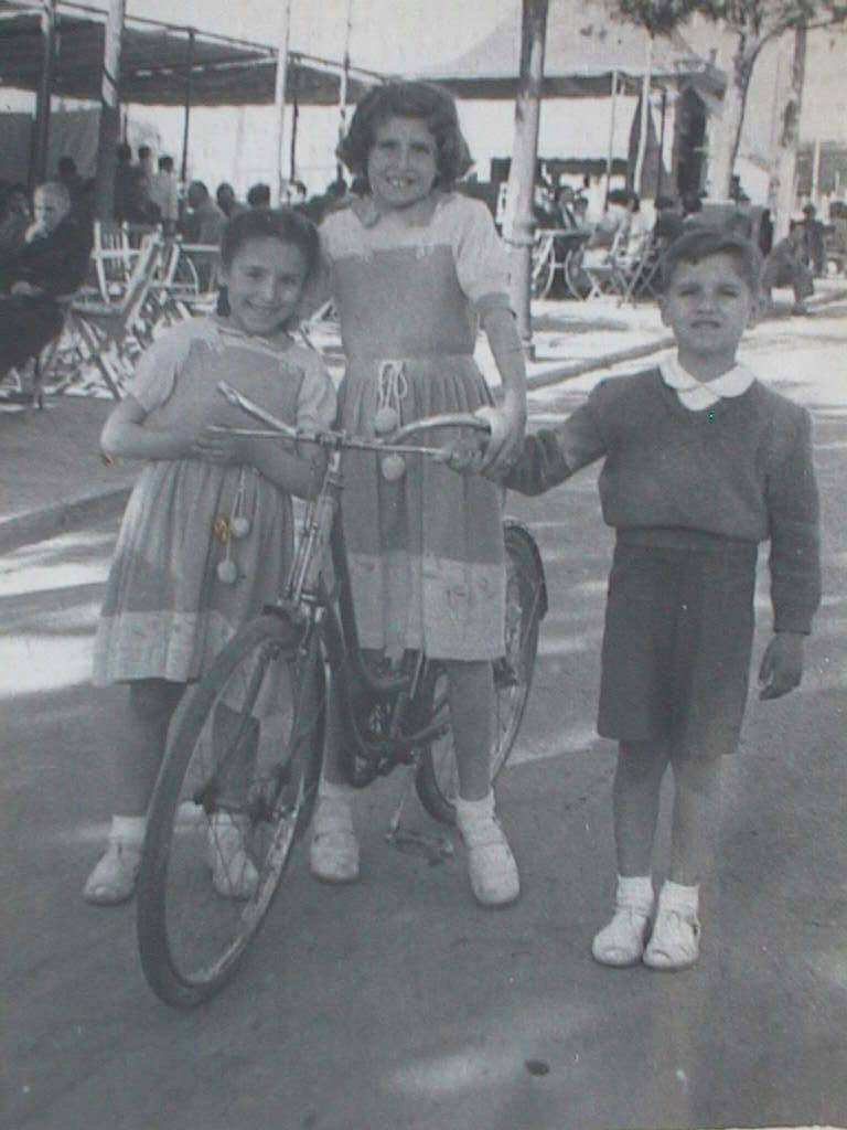 Mercedes_Pili_y_Luis_Manuel_de_Villena_el_30_abril_1950.JPG