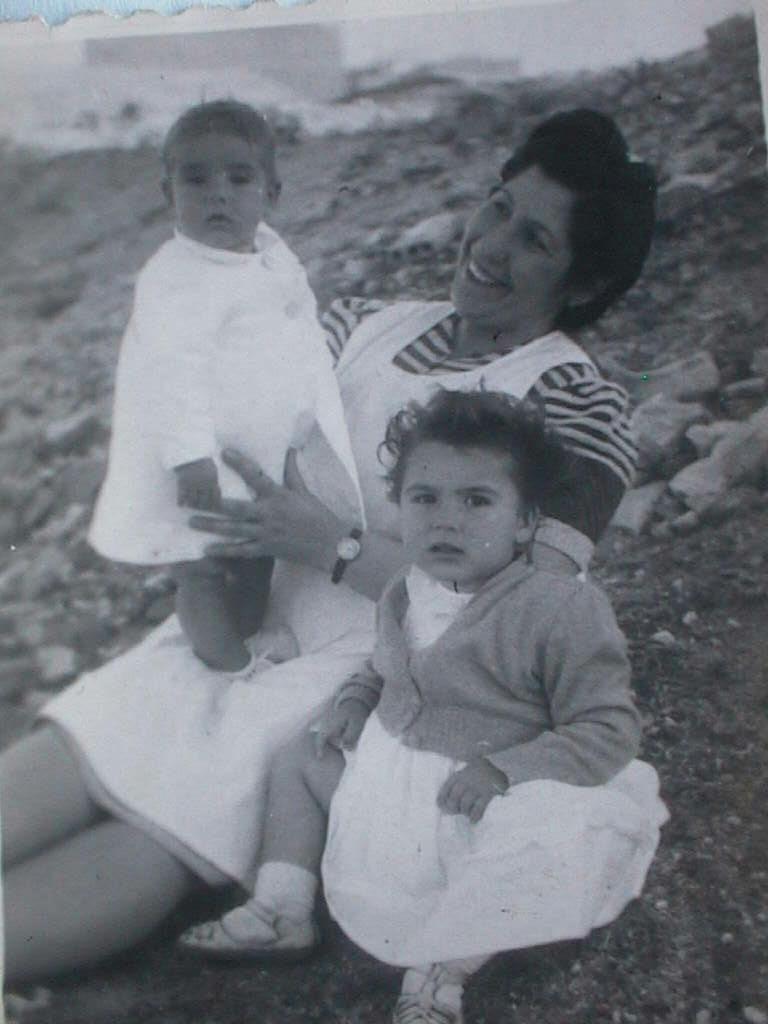 Mercedes_y_Luis_Manuel_de_Villena_Cabeza_en_Mayo_1945.JPG