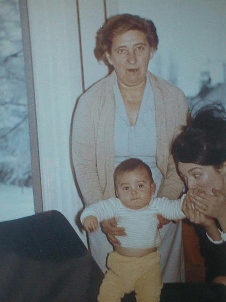 Pierrot_con_su_abuela_Renee_en_Enero_1965.JPG