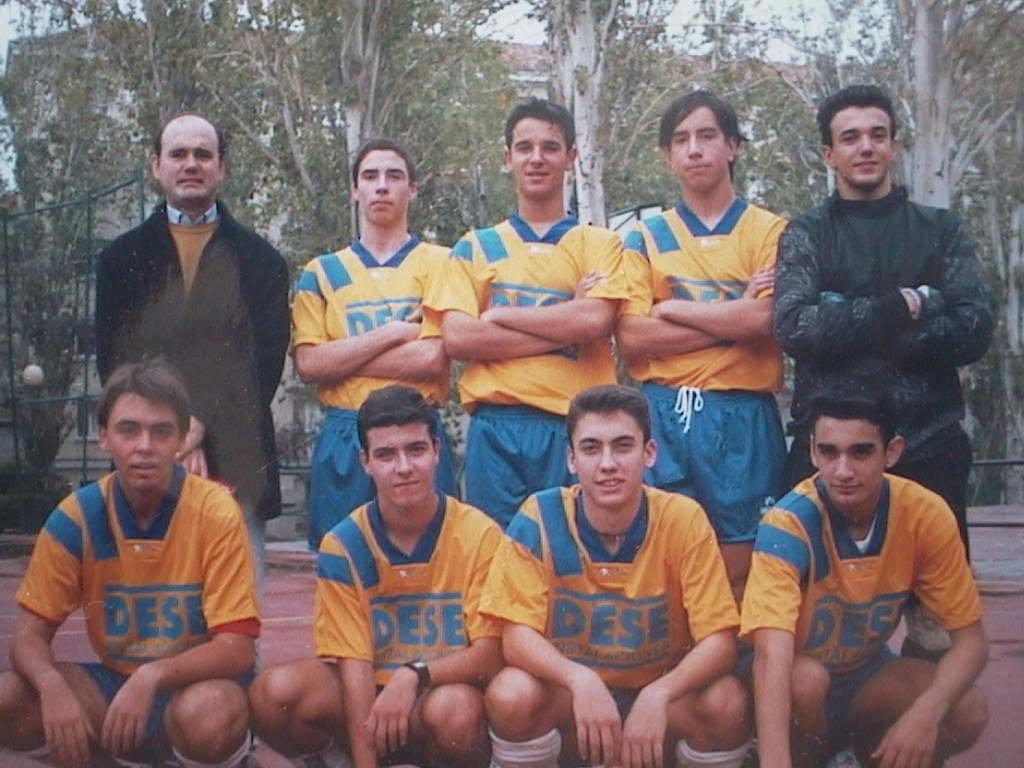 Miguel_Angel_Manuel_de_Villena._Equipo_de_Parqueazul_de_Colmenarejo._Parque_de_Eva_Peron.Madrid_1996.JPG