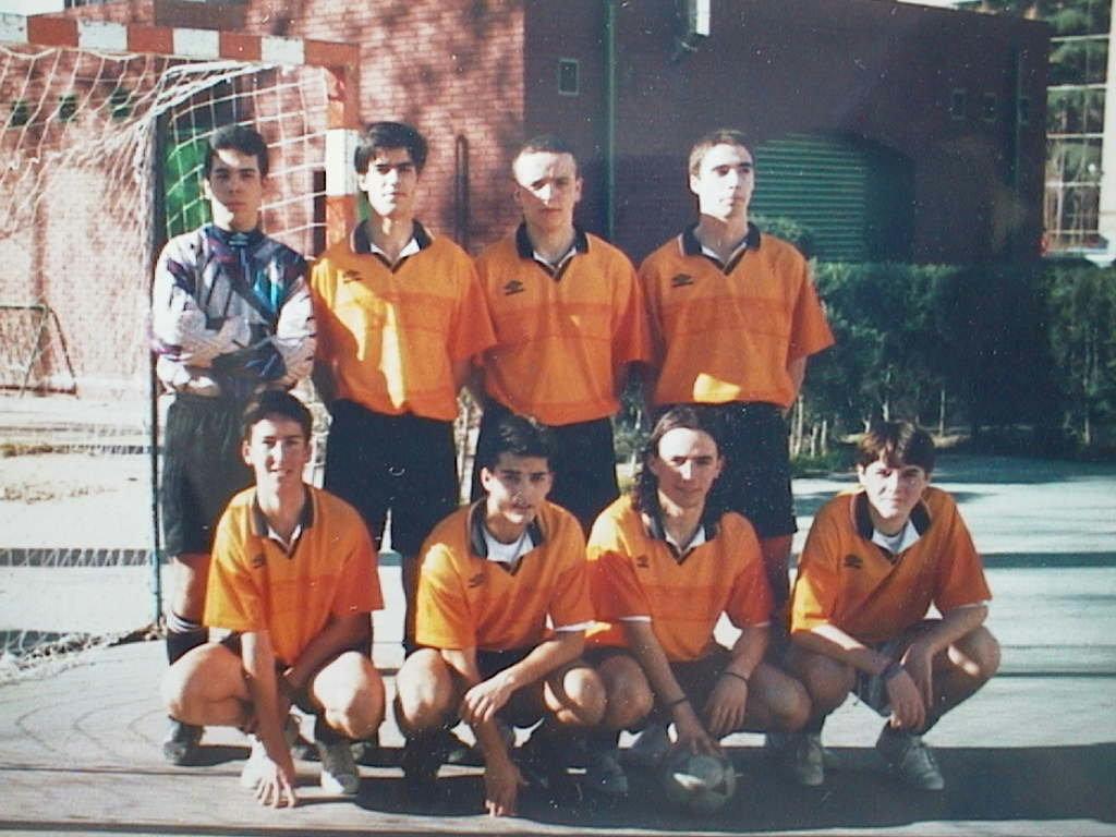 Miguel_Angel_Manuel_de_Villena._Equipo_del_Colegio_Chamberi._Parque_Santander._1997.JPG