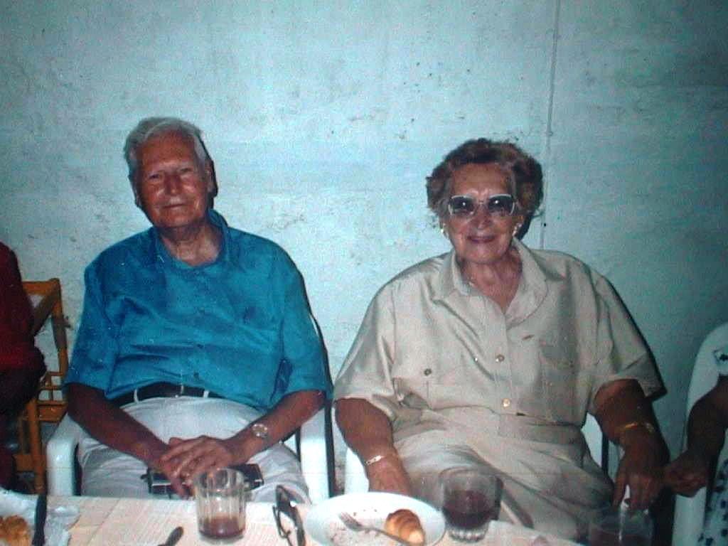 Papi_Luis_y_Mami_Pili._Bodas_de_Oro_en_Las_Covas._julio_1990.JPG