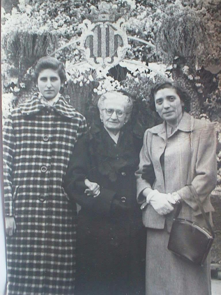 Pilar_Manuel_de_Villena_con_su_abuela_Gregoria_y_Tia_Espe_en_Fallas_1958.JPG