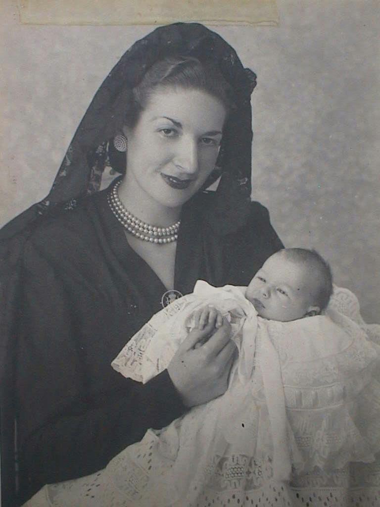 Bautizo_de_Mari_Lola_Blanch_con_tia_Lola.17_Octubre_1948.JPG