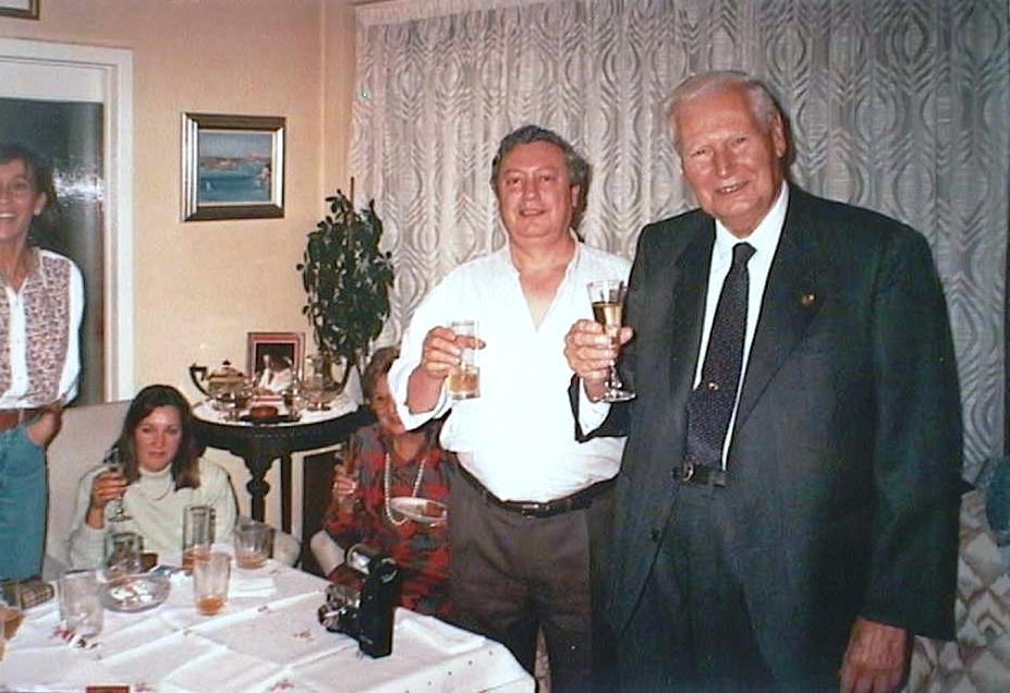 Fernando_de_Corral_con_su_tio_Luis_Manuel_de_Villena._Noviembre_1990.JPG