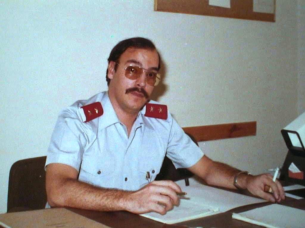 Javier_Lopez_Manuel_de_Villena_de_uniforme_de_Teniente._Cuartel_General_del_Aire._20_Septiembre_1979.JPG