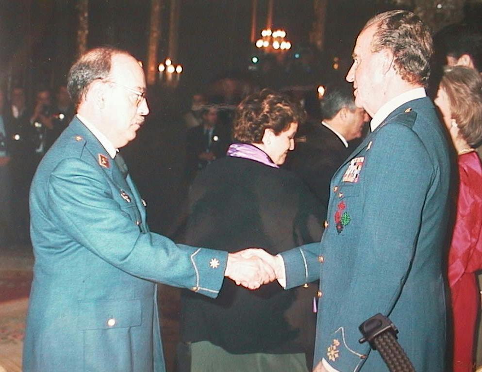 Javier_Lopez_Manuel_de_Villena_saludando_a_S.M._el_Rey.JPG