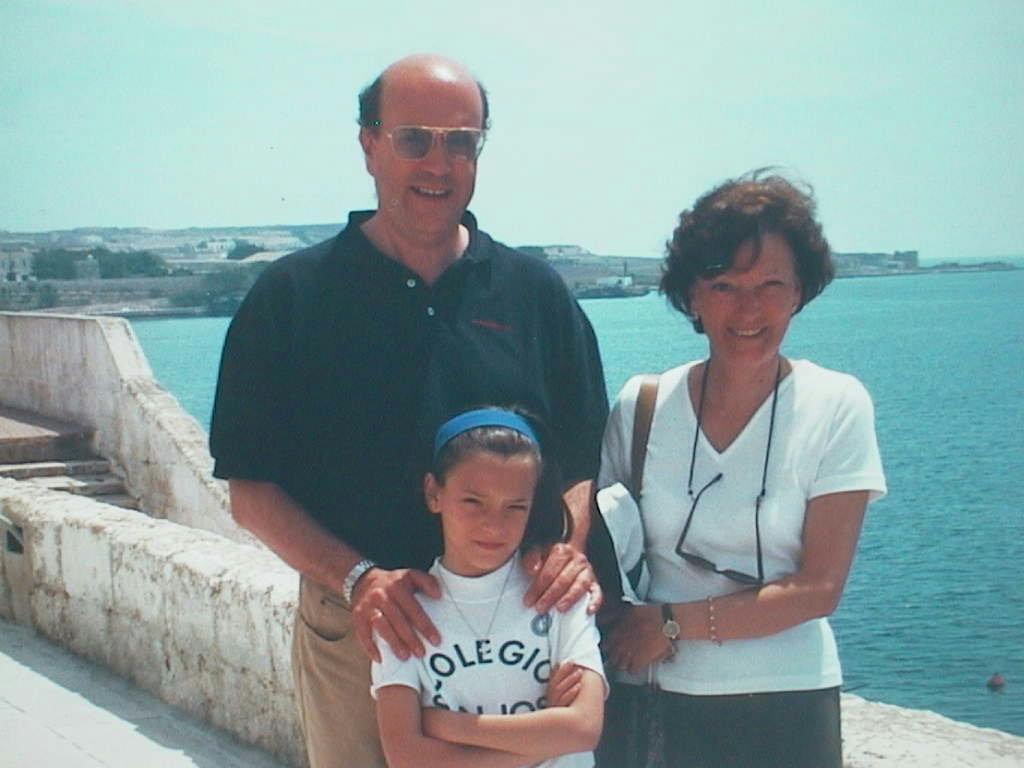 Jose_Maria_Lopez_con_su_hermana_Maria_Antonia_y_sobrina_Elvira_de_Olives._Menorca_Mayo_2000.JPG