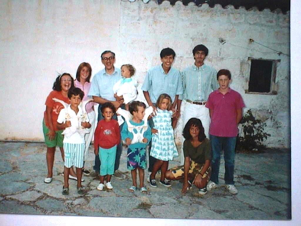 Luis_Lopez_Manuel_de_Villena_con_sobrinos_en_Las_Covas_Agosto_1990.JPG