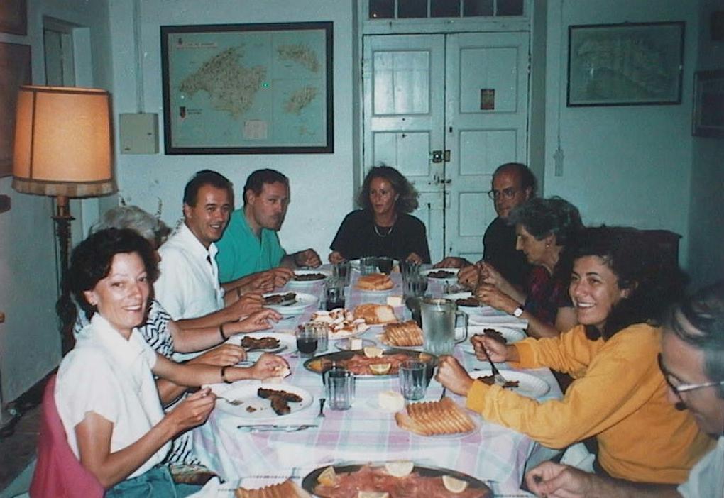 Maria_Antonia_Lopez_Manuel_de_Villena_en_Las_Covas._Menorca_._Agosto_1990.JPG