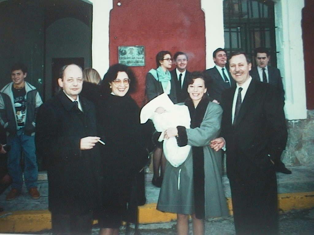 Maria_Antonia_Lopez_Manuel_de_Villena_en_el_bautizo_de_su_hija_Elvira._Mahon_1991.JPG