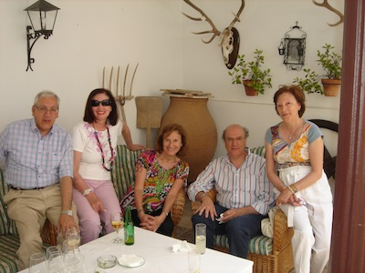 Maria_Antonia_con_sus_hermanos_Luis_y_Jose_Maria_y_primas_Esperanza_y_Mari_Carmen.jpg
