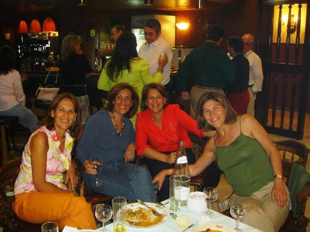 Pili con sus hermanas Elvira y Mari Carmen y prima Elena