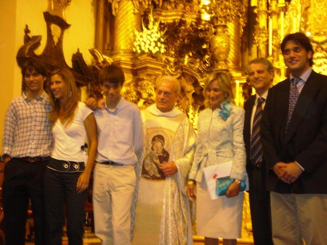 Pepe y Mari Carmen con sus hijos en sus bodas de plata