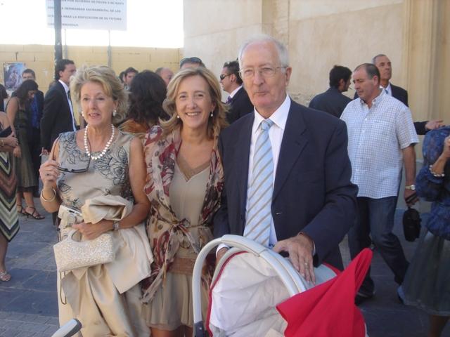 Maria_con_sus_padres_en_la_boda_de_Cristian.jpg
