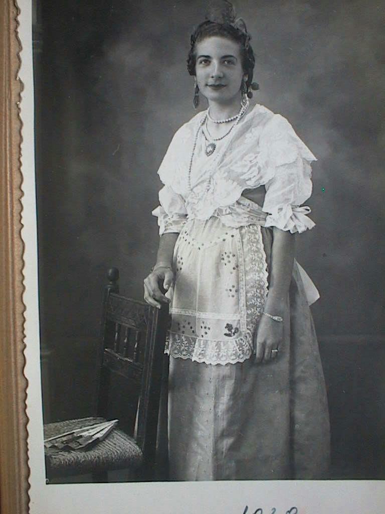 Dolores_Cabeza_Gerez_de_valenciana._A_o_1939.JPG