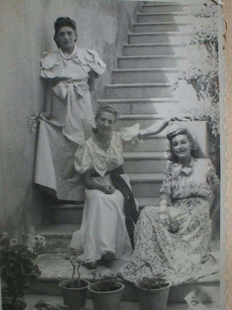 Dolores_y_Esperanza_Cabeza_con_Angelita_Ariza.JPG