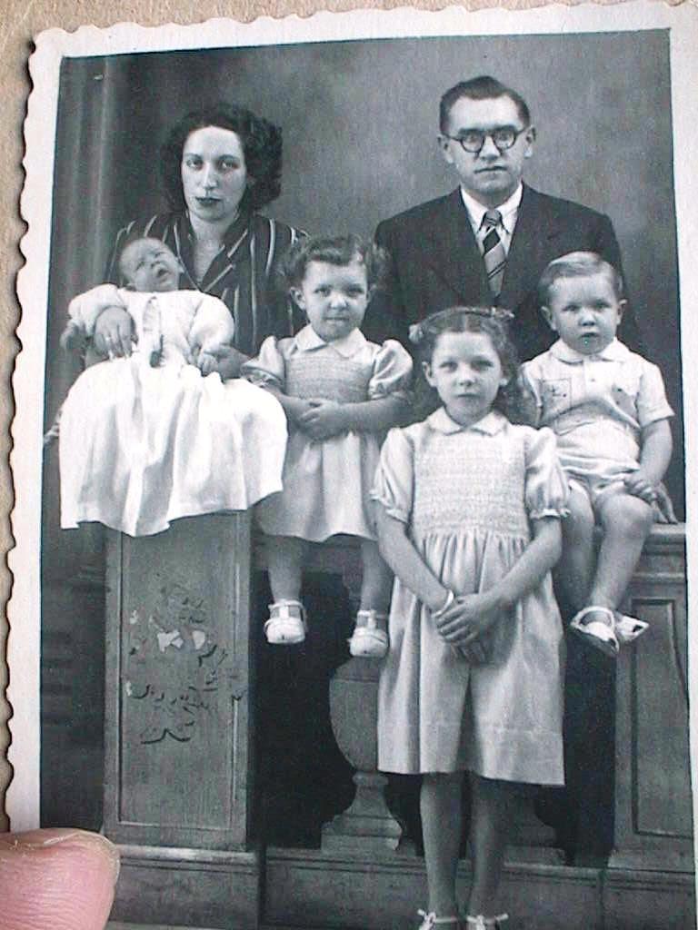 Ernesto_Blanch_y_Teresa_Cabeza_con_sus_hijos.JPG