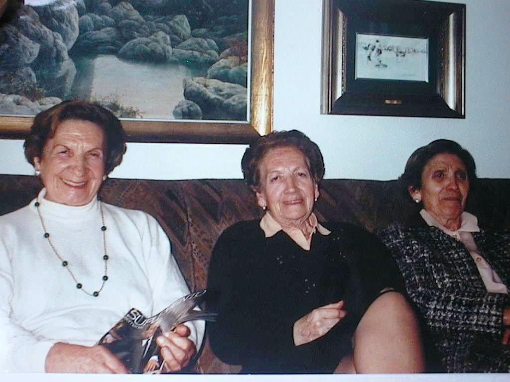 Tia_Tere_con_sus_hermanas_Lola_y_Esperanza.JPG