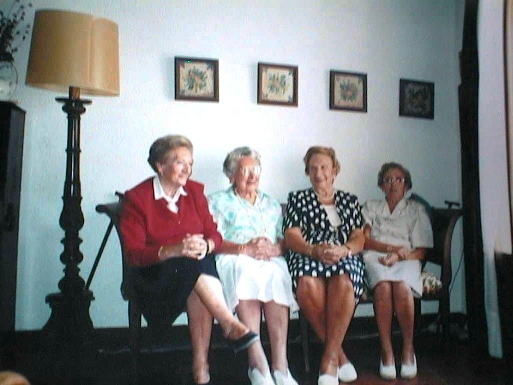 Tia_Tere_con_sus_hermanas_Pilar_Lola_y_Esperanza.JPG