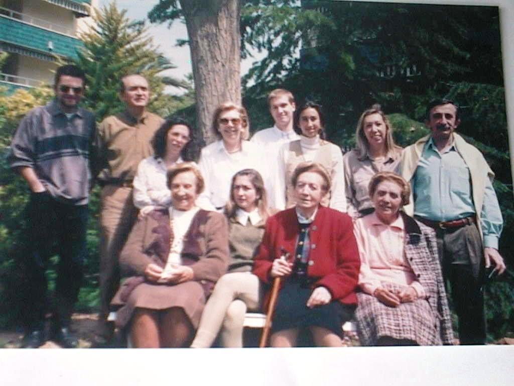 Tia_Tere_con_sus_hermanas_y_familias_Monte_y_Sebastia_en_Naquera.JPG