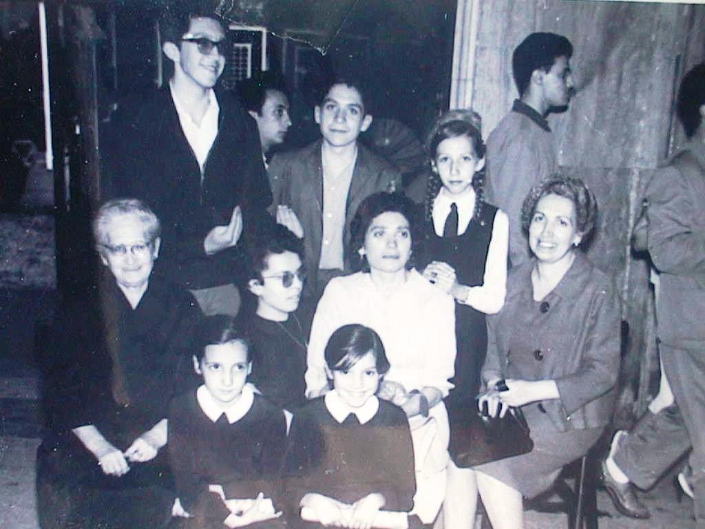 Tia_Tere_con_tia_espe_y_sus_hijos_el_5_de_junio_de_1960.JPG