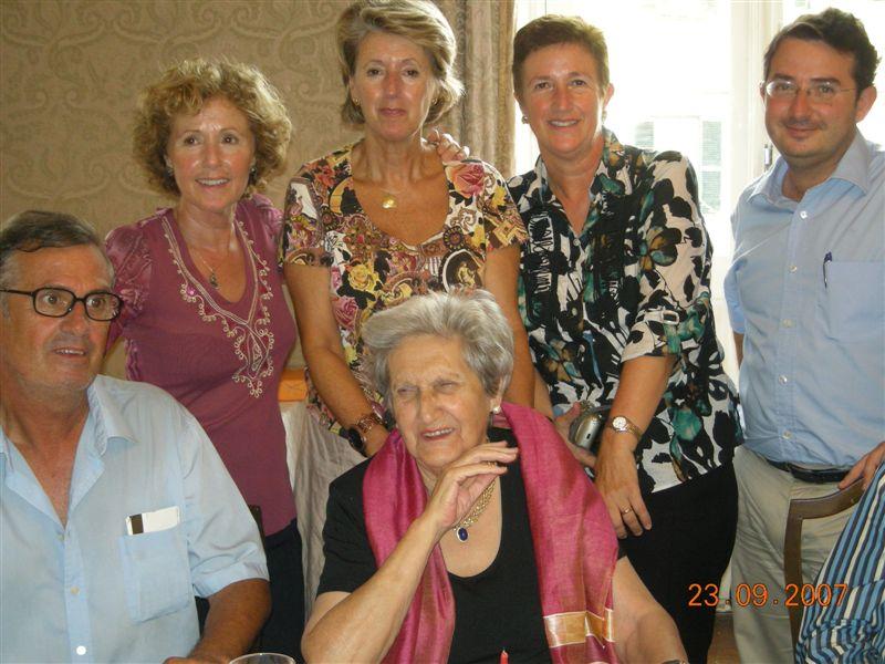90 Cumple_Maruja con sus hijos Fernando, Mercedes, Maria Luisa y Mari Carmen y su nieto Yago.