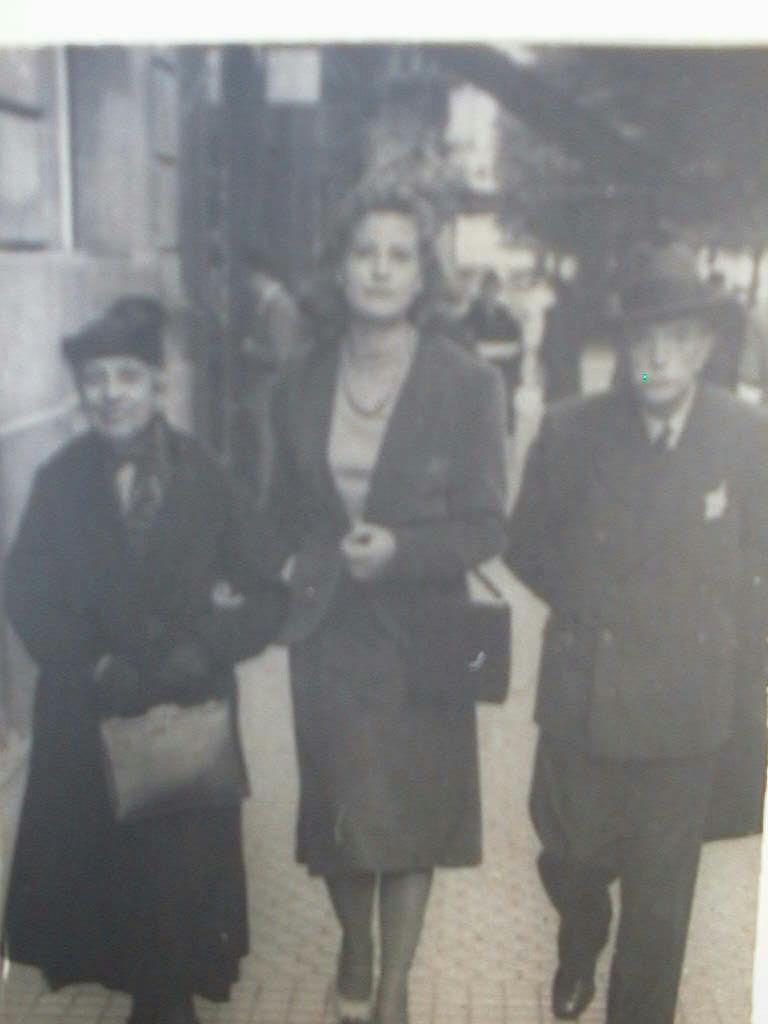 Tia_Elvira_con_Miguel_y_Rafaela_1939_.JPG