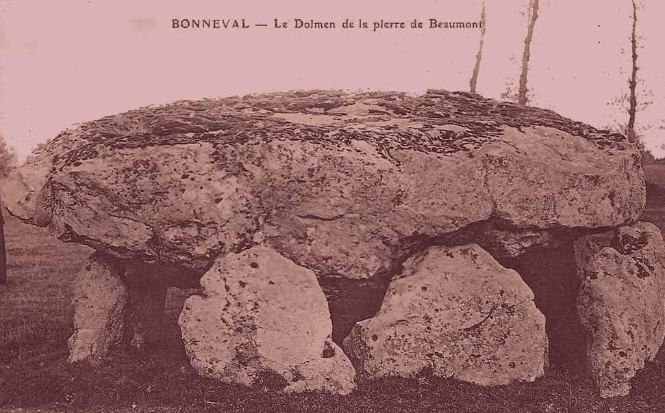 BONNEVAL_Dolmen.jpg