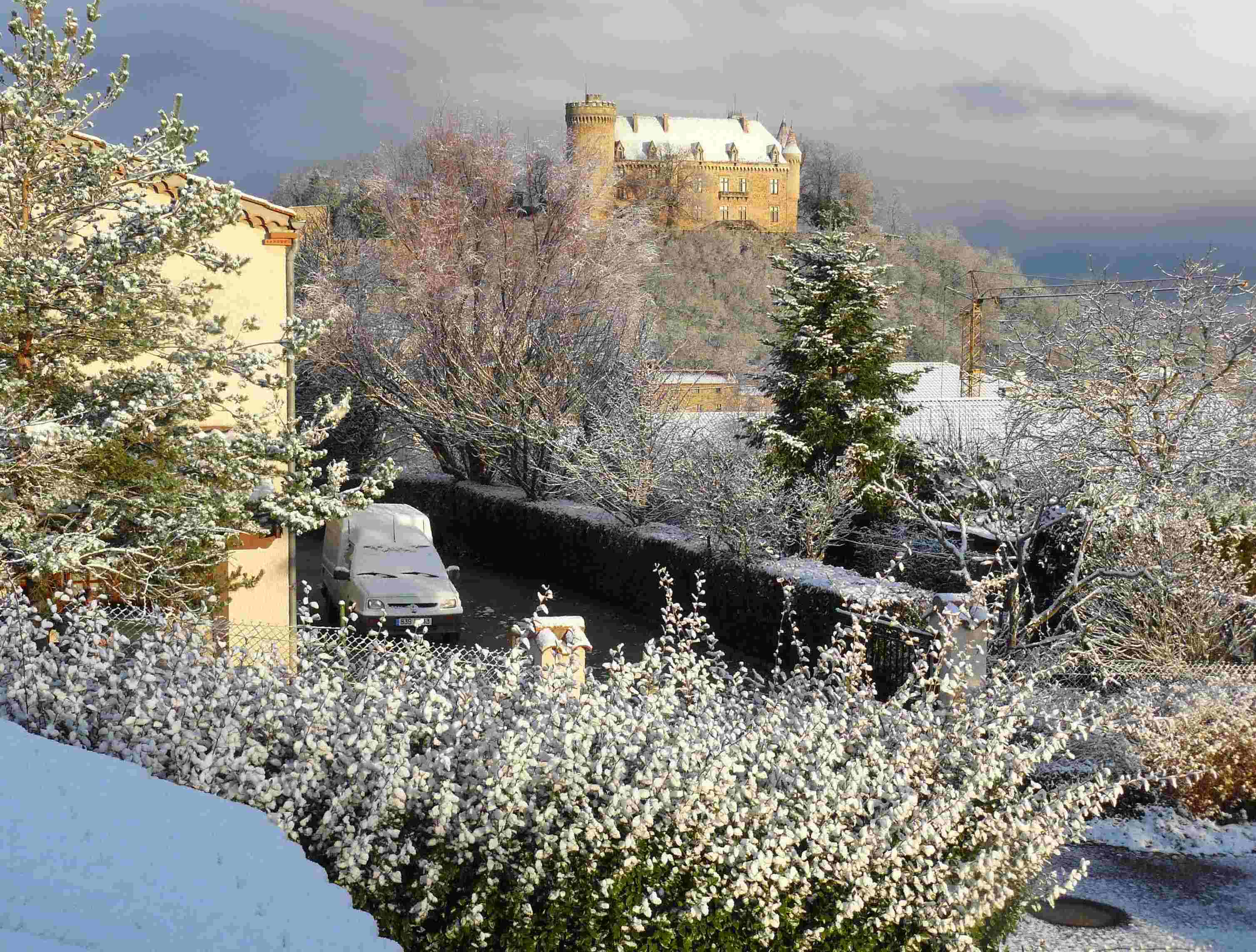 Le_chateau_de_Paulhac_sous_la_neige_P.Schmitt.JPG