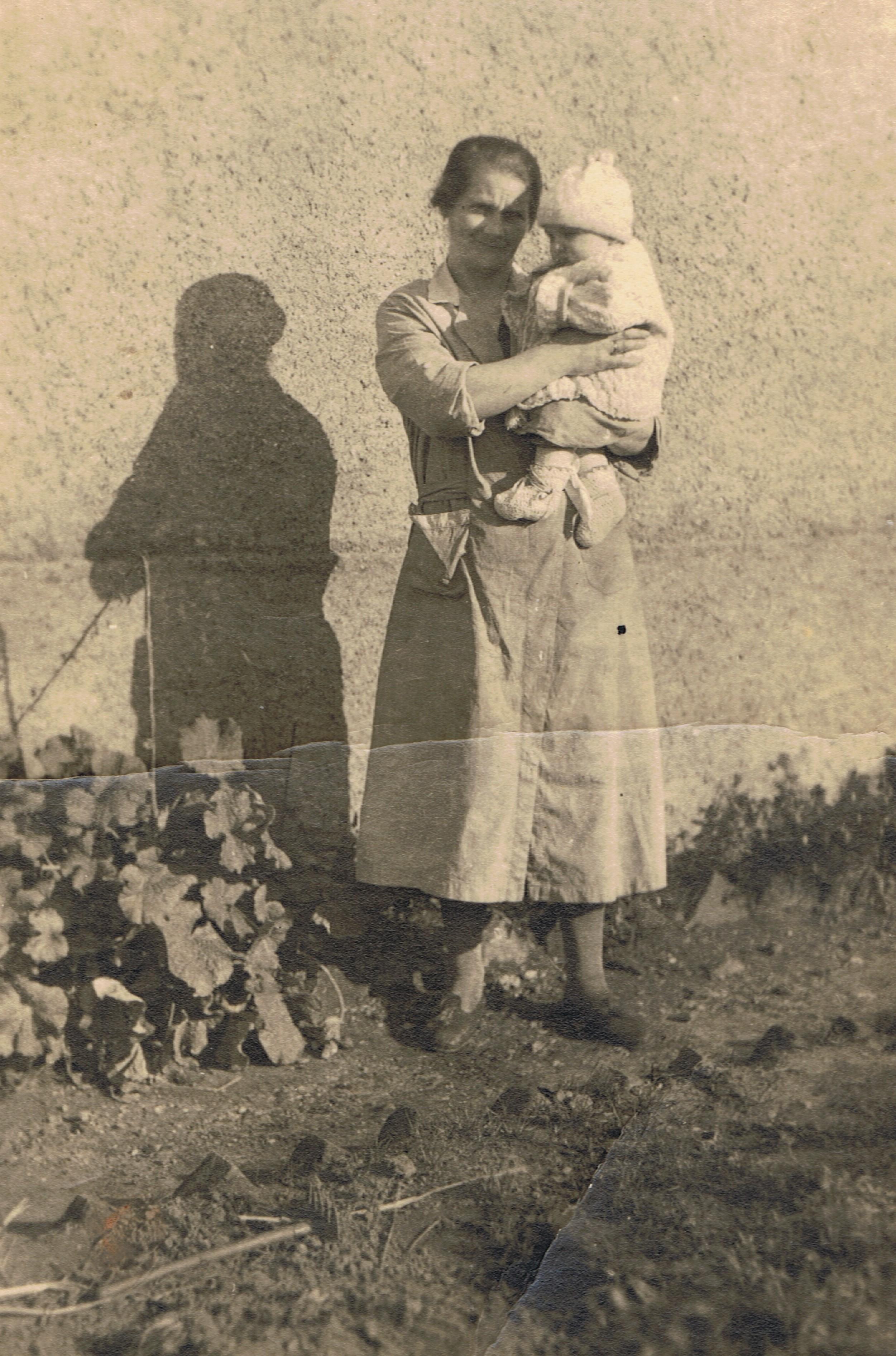 Auguste Leyk 1933 mit Dieter Marticke